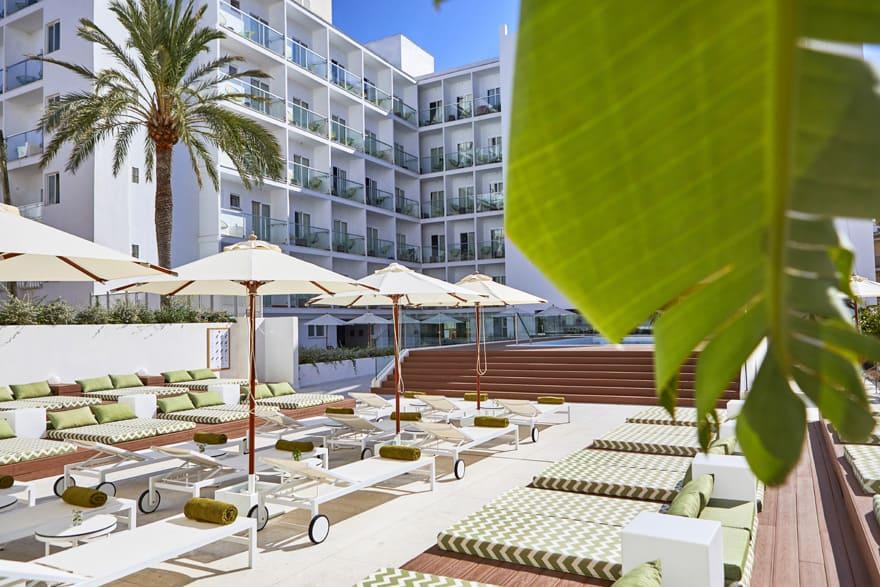 Panorámica zona piscina Hotel Dunas Blancas
