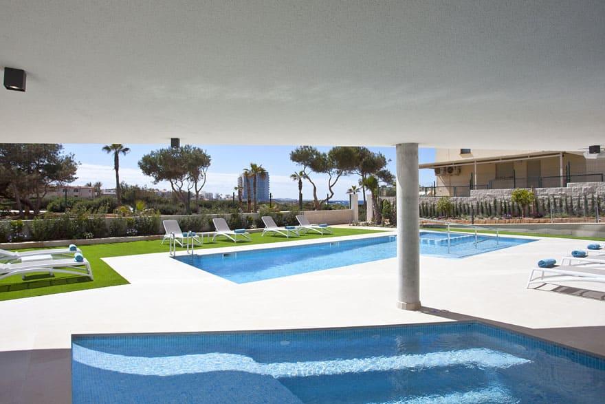 Zona piscina Apartaments Posidonia